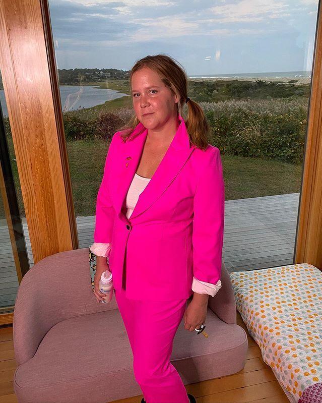 Lý do loạt sao nữ đình đám mặc đồ hồng trước ngày bầu Tổng thống Mỹ