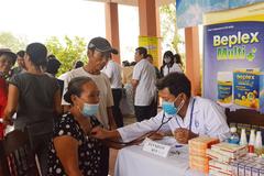 Dược Hậu Giang cùng 27 bác sĩ tình nguyện hỗ trợ người dân vùng lũ