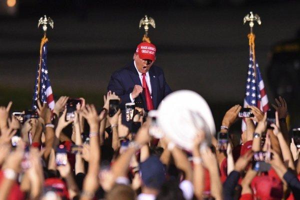 Ông Trump và đối thủ Biden hối hả vận động ngày cuối trước bầu cử