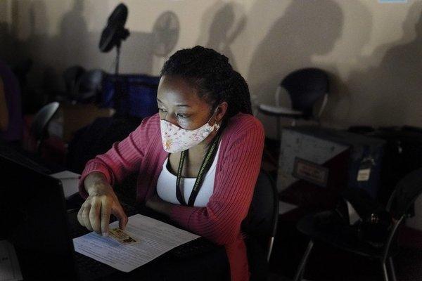 Nhiều điểm bỏ phiếu ở miền nam nước Mỹ bị hư hại do bão