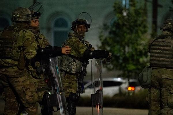 Mỹ triển khai hàng nghìn vệ binh quốc gia bảo vệ bầu cử