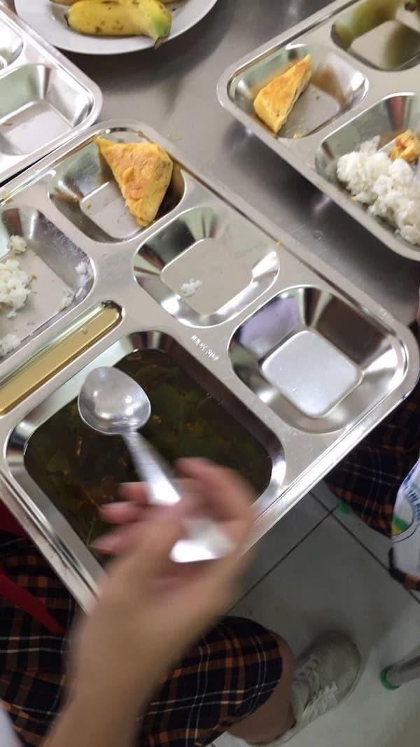 Trường Tiểu học ở TP.HCM xin lỗi vì suất ăn bán trú của học sinh
