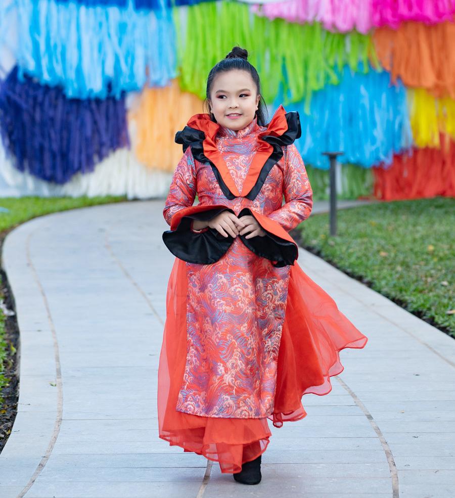 Á hậu Kiều Loan xinh đẹp trong khu vườn đầy sắc màu cổ tích