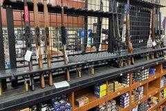Lo ngại bạo động sau bầu cử, nhiều người Mỹ đi mua súng