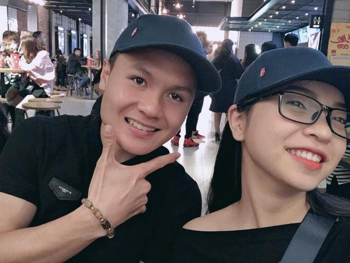 Những 'bóng hồng' nối dài chuyện tình của cầu thủ Quang Hải