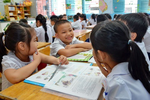 Education Ministry, publishing houses test new content on textbooks