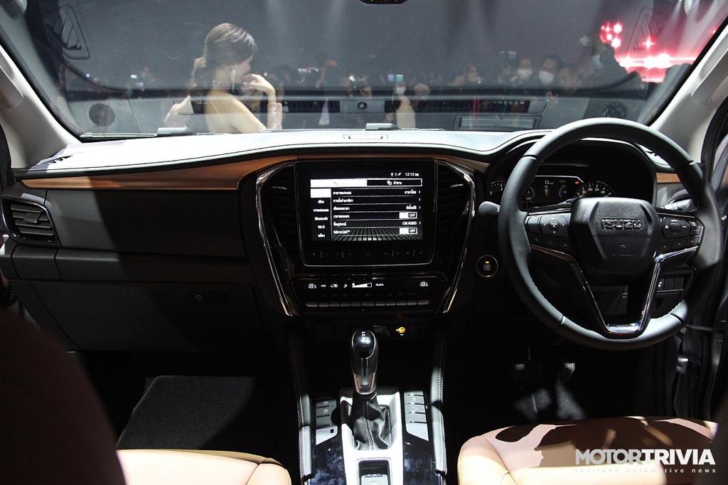 Loạt ô tô 2021 mới ra mắt làm ấm thị trường xe