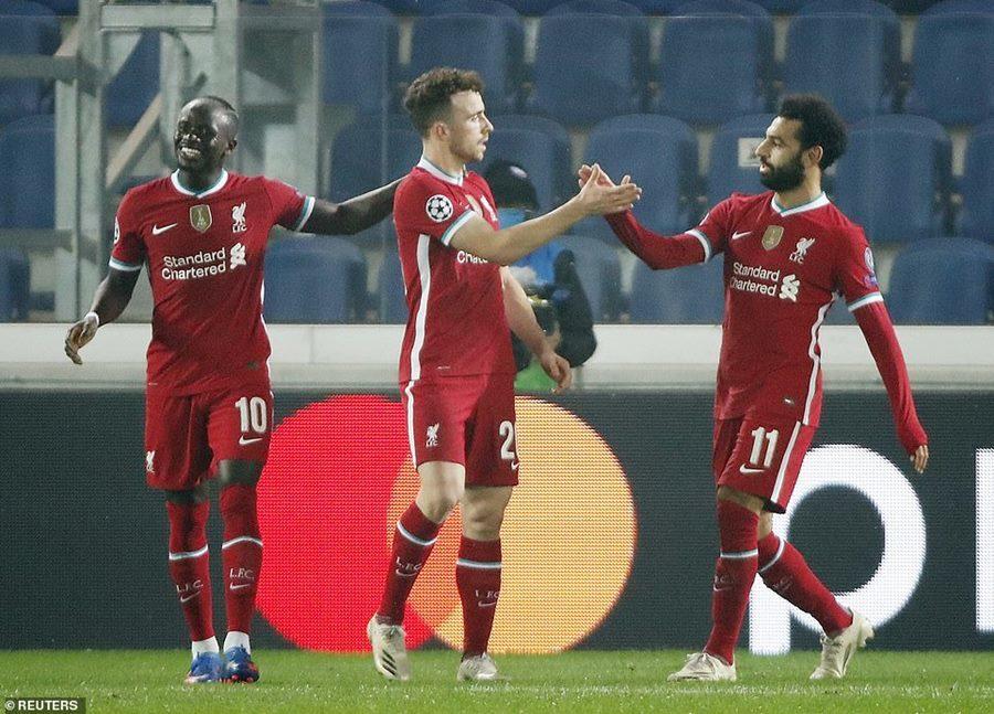 Jota lập hat-trick, Liverpool thắng 'bàn tay nhỏ'