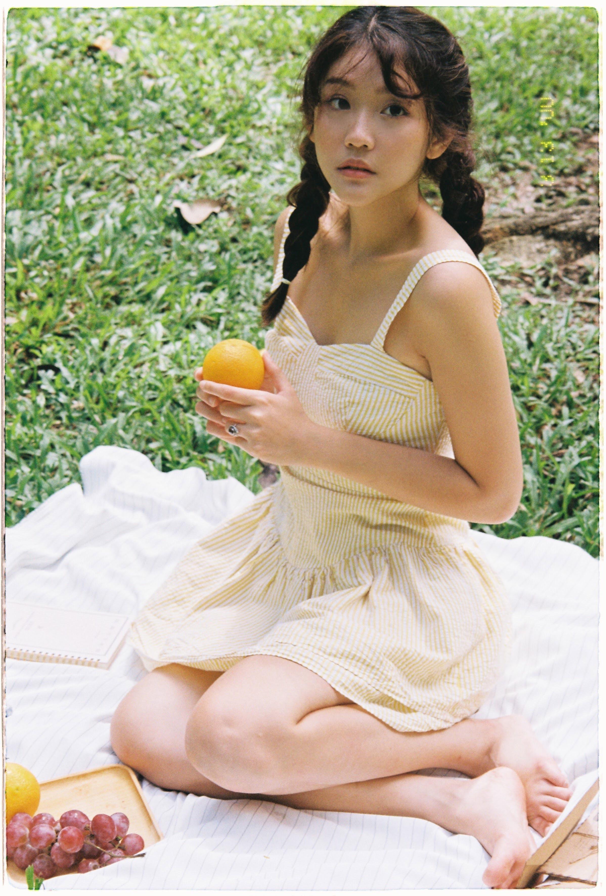 Nữ diễn viên 22 tuổi xuất hiện giữa 7 ngôi sao trong 'Tiệc trăng máu'