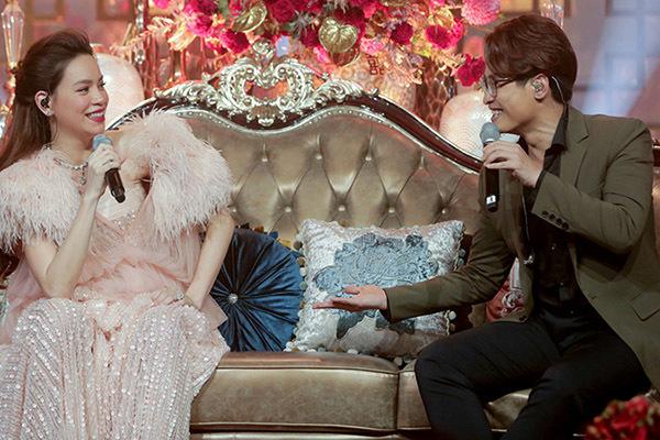 Hồ Ngọc Hà, Kim Lý hạnh phúc đón cặp sinh đôi một trai, một gái