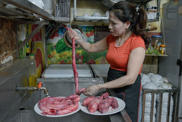 Kỳ lạ món lẩu có tên gọi nhạy cảm, khách 'đỏ mặt' khi thưởng thức ở Hà Nội