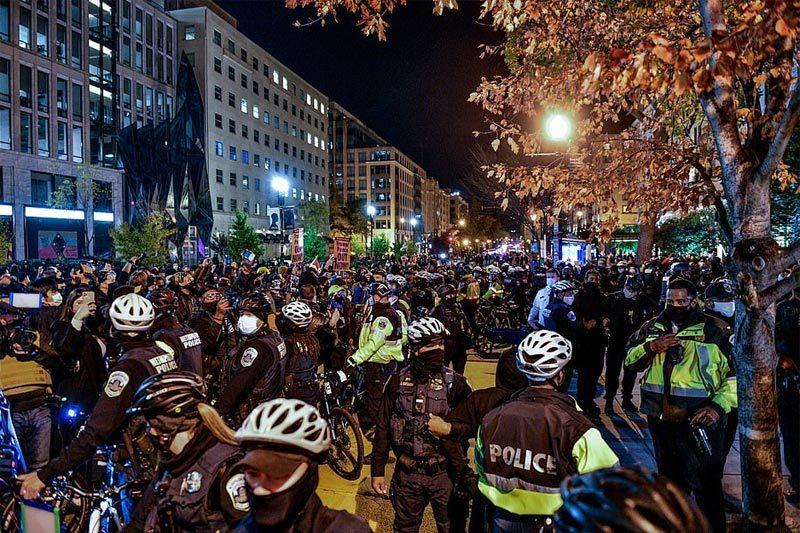 Biểu tình nhiều nơi, đụng độ ngoài Nhà Trắng ngày bầu cử Mỹ 2020