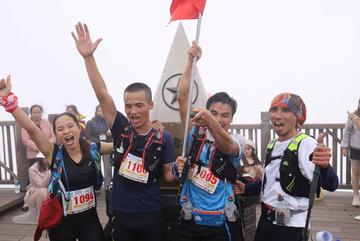 Hơn 200 VĐV hoàn thành giải chạy Vượt núi Fansipan 2020