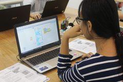 Chuyên gia đào tạo miễn phí về lập trình robot và trí tuệ nhân tạo cho giáo viên