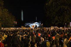Bốn người ủng hộ ông Trump bị đâm bên ngoài Nhà Trắng
