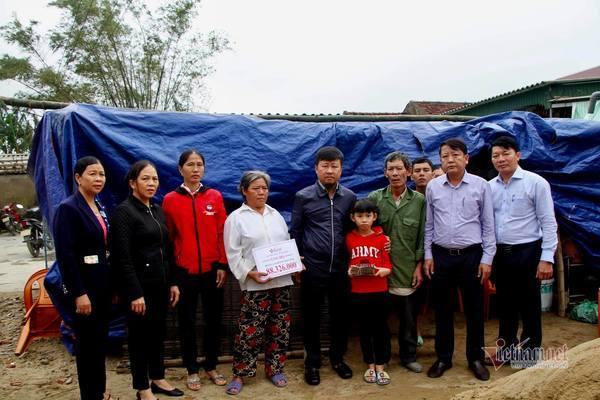 VietnamNet trao hơn 120 triệu đồng tới 2 hoàn cảnh ở Hà Tĩnh