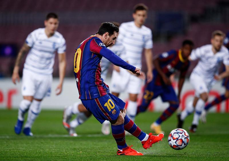Messi 'nổ súng', Barca vất vả hạ Dynamo Kiev