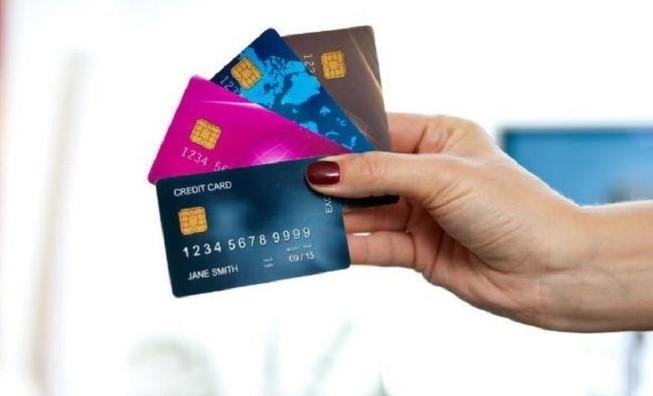 Xài thẻ tín dụng 500 triệu bị kiện đòi 3,6 tỷ đồng