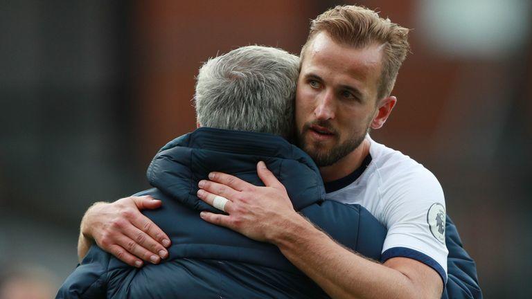 Mourinho xù lông nhím bảo vệ Harry Kane chiêu trò kiếm phạt đền