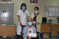 Trao hơn 63 triệu đồng đến em Vũ Đức Thuận bị ung thư xương