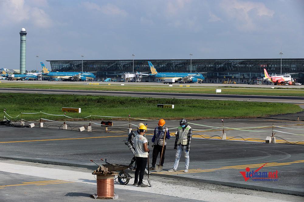 Hoàn thành sửa đường băng sân bay Nội Bài phục vụ cao điểm Tết