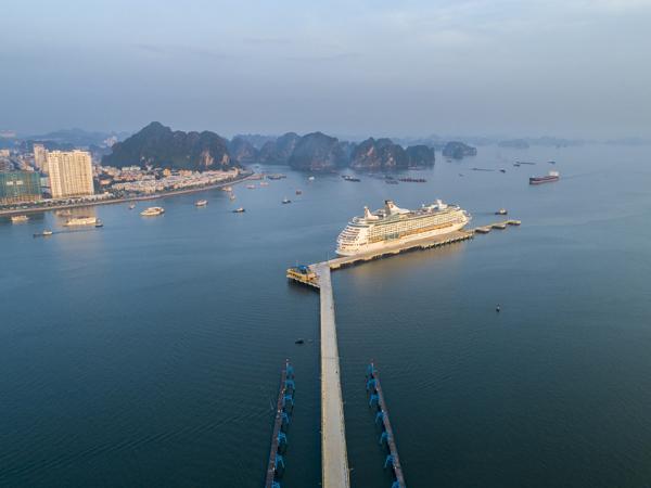 Cảng tàu khách quốc tế Hạ Long nhận giảỉ 'Cảng tàu khách hàng đầu Châu Á'