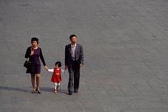 Vợ chồng trẻ Trung Quốc sợ sinh con thứ 2