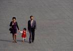 Cặp vợ chồng trẻ Trung Quốc sợ sinh con thứ hai