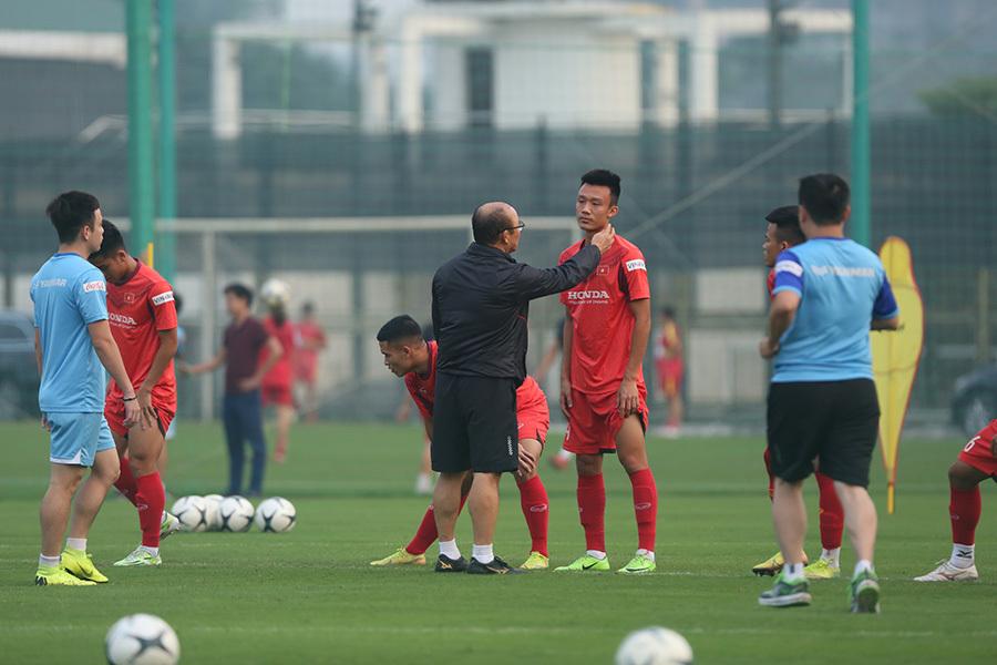 Thầy Park lộ vẻ ưu tư với 'đám trẻ' U22 Việt Nam