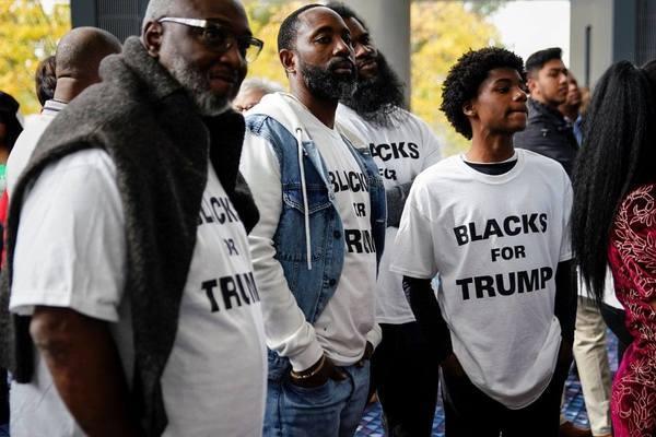 Nam giới da màu đảng Dân chủ ủng hộ ông Trump đạt mức cao kỷ lục