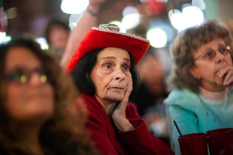 Hình ảnh người Mỹ hồi hộp theo dõi kết quả từng phút giây