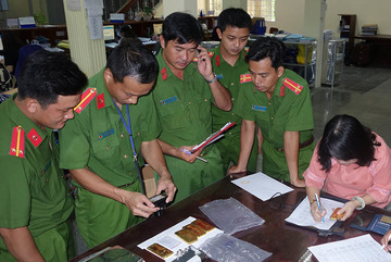Bắt, truy nã thêm nhiều đối tượng vụ chuyển lậu 51kg vàng ở An Giang