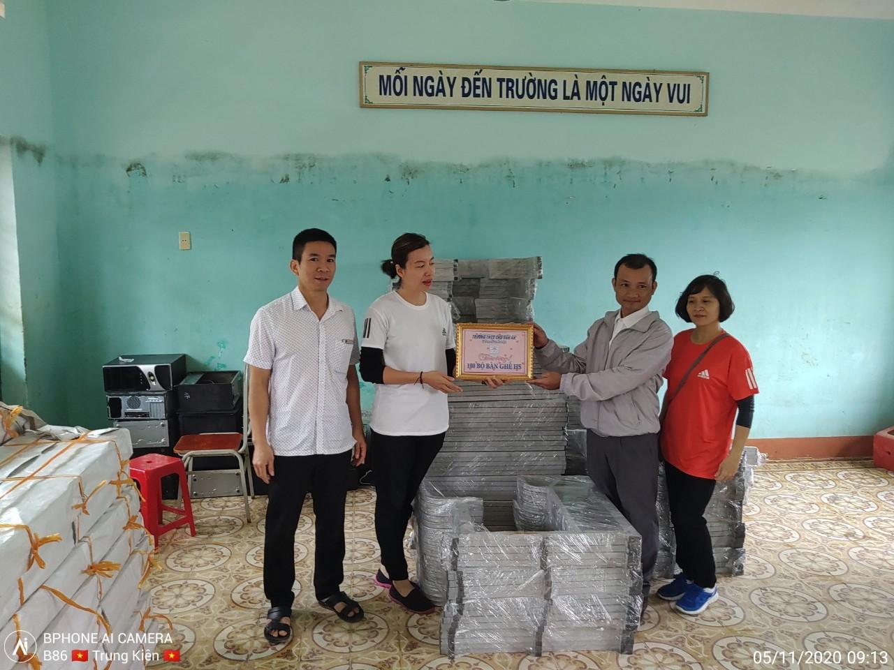Chia sẻ yêu thương với trường học vùng lũ Quảng Bình