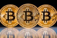 Giá Bitcoin tăng vọt, tiến sát ngưỡng 16.000 USD/đồng