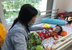 Bé trai 3 tuổi bỏng đường hô hấp do uống nhầm hóa chất