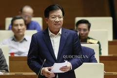 Phó Thủ tướng Trịnh Đình Dũng trả lời Quốc hội về mưa lũ miền Trung