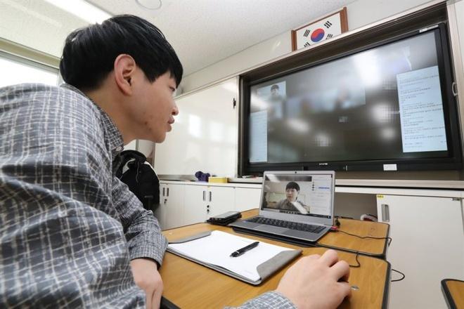 Bí kíp 'giữ chân' sinh viên của thầy hiệu trưởng chỉ có 3 ngày triển khai học online