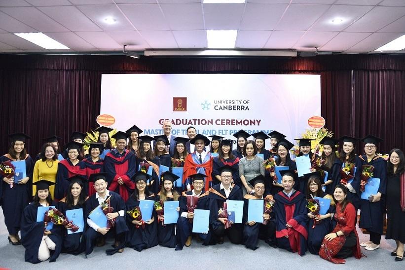 Trường ĐH Hà Nội vinh danh 29 tân thạc sĩ về giảng dạy Tiếng Anh