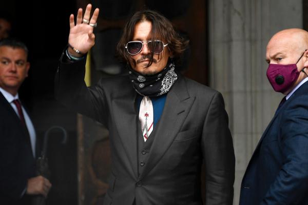 Johnny Depp bị đá khỏi 'Fantastic Beasts' vì bê bối đánh vợ