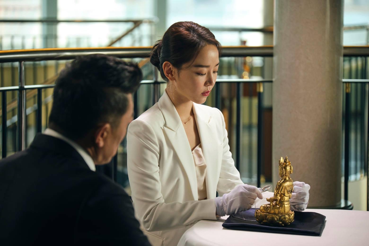 'Kẻ săn mộ' dẫn đầu lượng đặt vé và gây sốt ở Hàn
