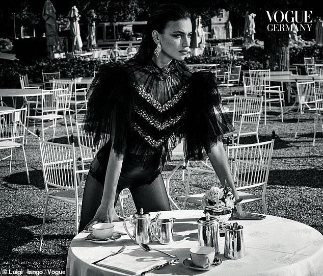 Irina Shayk, tình cũ Ronaldo khoe thân hình nóng bỏng trên tạp chí