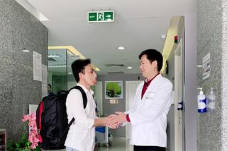 Giải mã căn bệnh gây 'mặt quỷ', nhóm bác sĩ Việt Nam nhận giải y khoa Mỹ