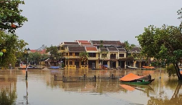 Bão số 10: Lũ quét cuốn trôi 14 nhà dân ở Trà Leng, phố cổ Hội An ngập lụt