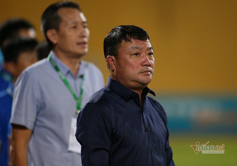HLV Trương Việt Hoàng: 'Lấy cúp đã, xin lại tên Thể Công tính sau'