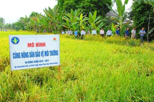 """Ấn tượng Chương trình """"Cùng nông dân bảo vệ môi trường"""""""