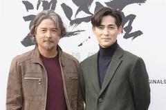 Tài tử Lý Minh Thuận gây bất ngờ vì râu, tóc bạc tuổi 49