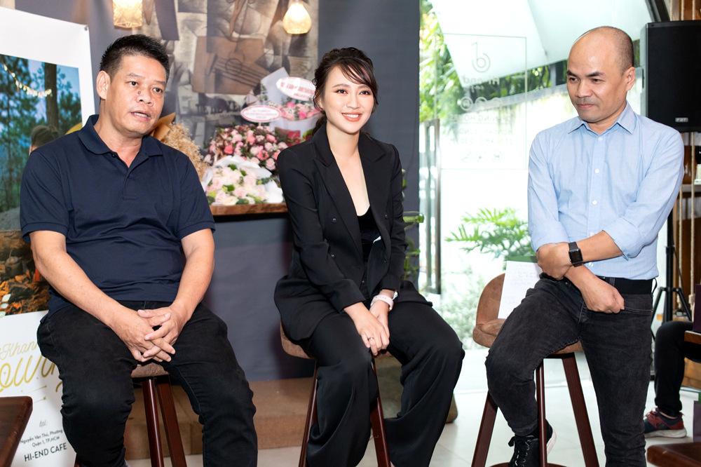 Khánh Linh hạnh phúc  bên chồng doanh nhân