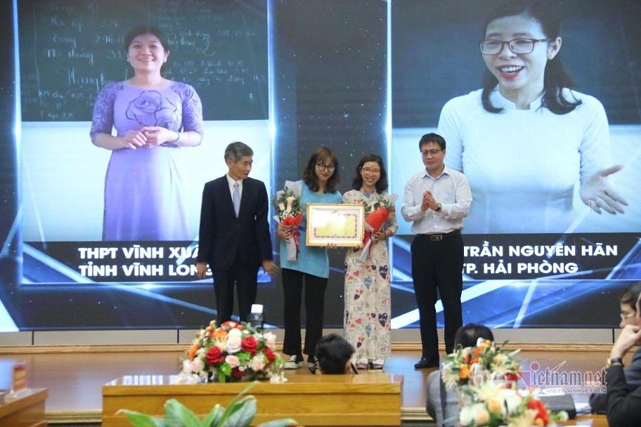 """Học sinh Vĩnh Long giành giải đặc biệt cuộc thi """"khắc họa"""" về thầy cô"""