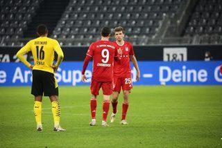 """Thắng kịch tính, Bayern Munich cho Dortmund """"ngửi khói"""""""