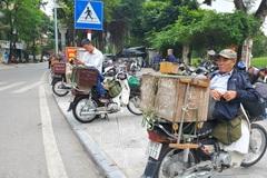 Freelance carpenters wait for opportunities in Hanoi
